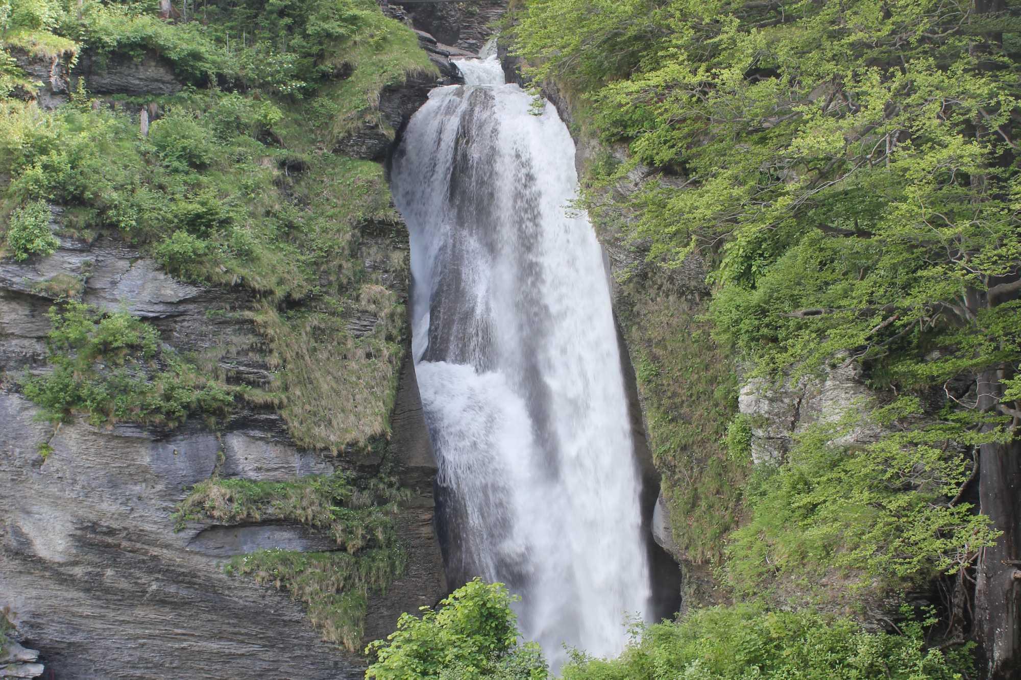 Raykhenbakhskiy-vodopad